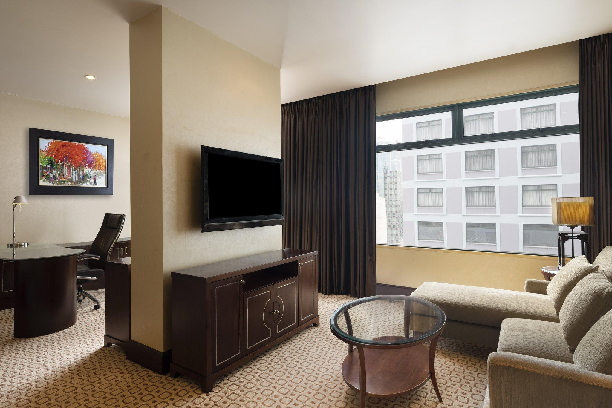 Grand Tower Junior Suite, Club lounge access, 1 King