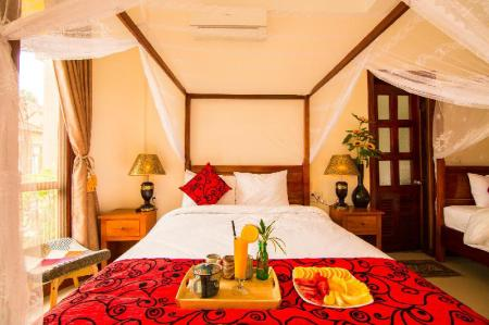 Deluxe Double Pool View - Bed Phong Nha Lake House Resort