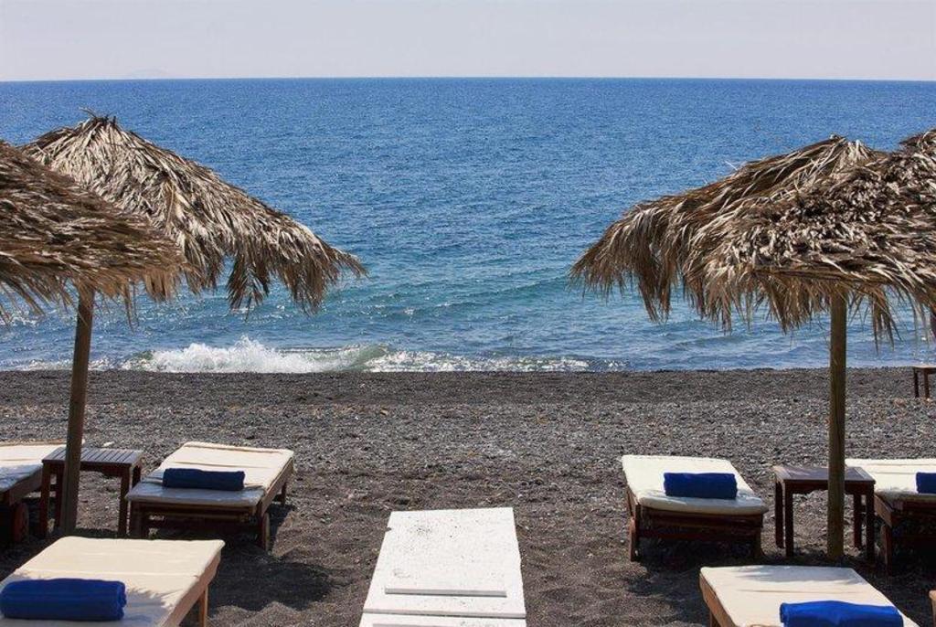 Alesahne Beach Hotel In Santorini