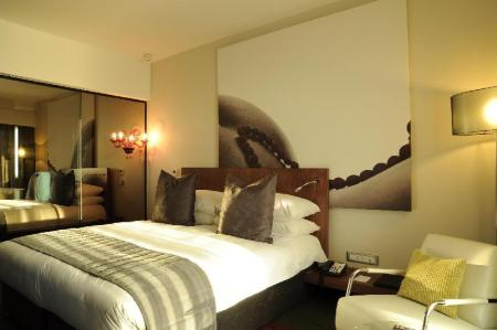 1 King Bed Deluxe Non-smoking Crowne Plaza Johannesburg - The Rosebank