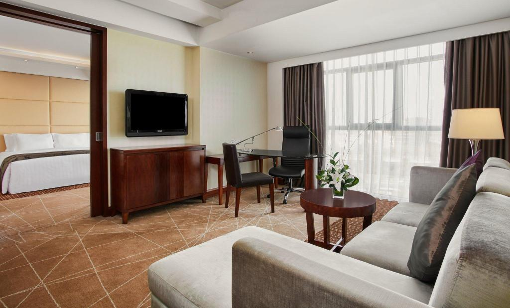 1 King Bed Club Deluxe Suite Non-Smoking Crowne Plaza Beijing International Airport