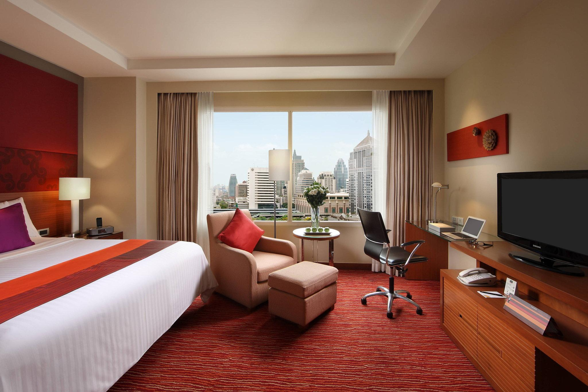 Executive, Executive lounge access, 1 King, Guest room, City view