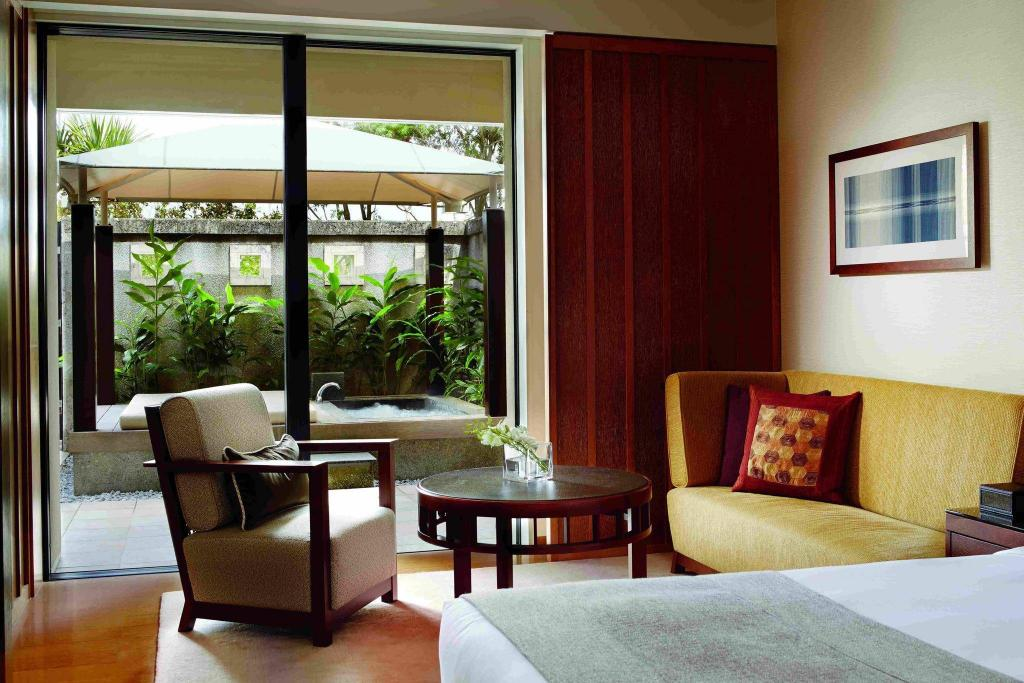 Cabana, Guest room, 2 Double, Ground floor, Pool access 沖繩麗思卡爾頓飯店 (The Ritz-Carlton, Okinawa)