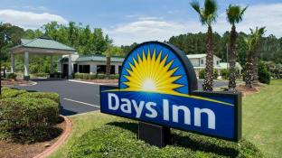 Days Inn by Wyndham Richmond Hill/Savannah