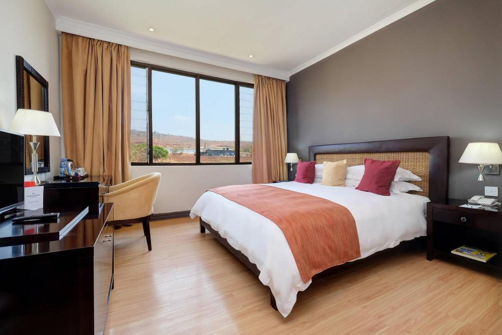 Guest room, 1 King or 2 Twin/Single Bed(s), Mountain view Protea Hotel Chipata