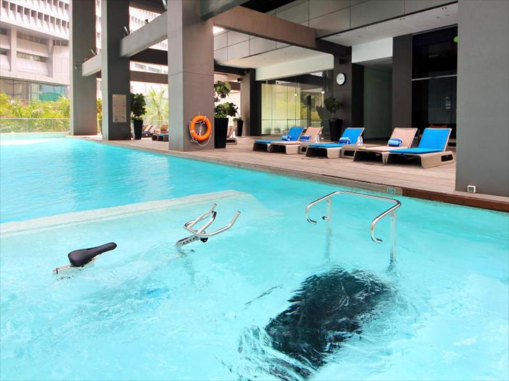 Best price on pan pacific serviced suites orchard - Pan pacific orchard swimming pool ...