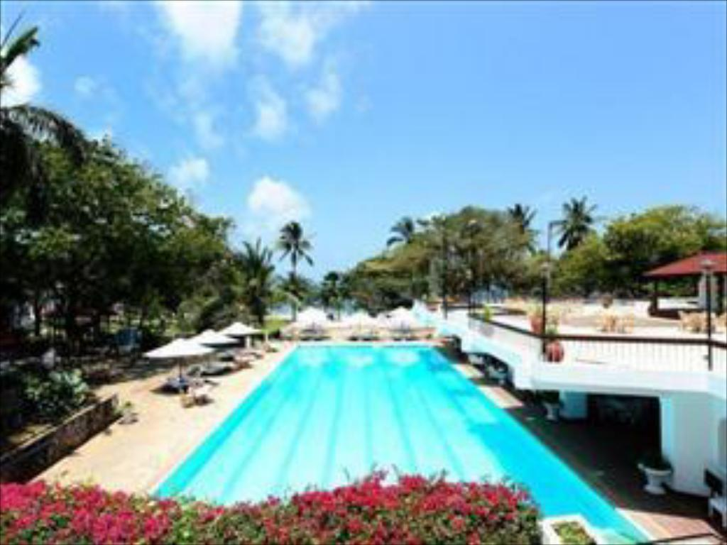 Swimming pool [outdoor] Nyali International Beach Hotel & Spa