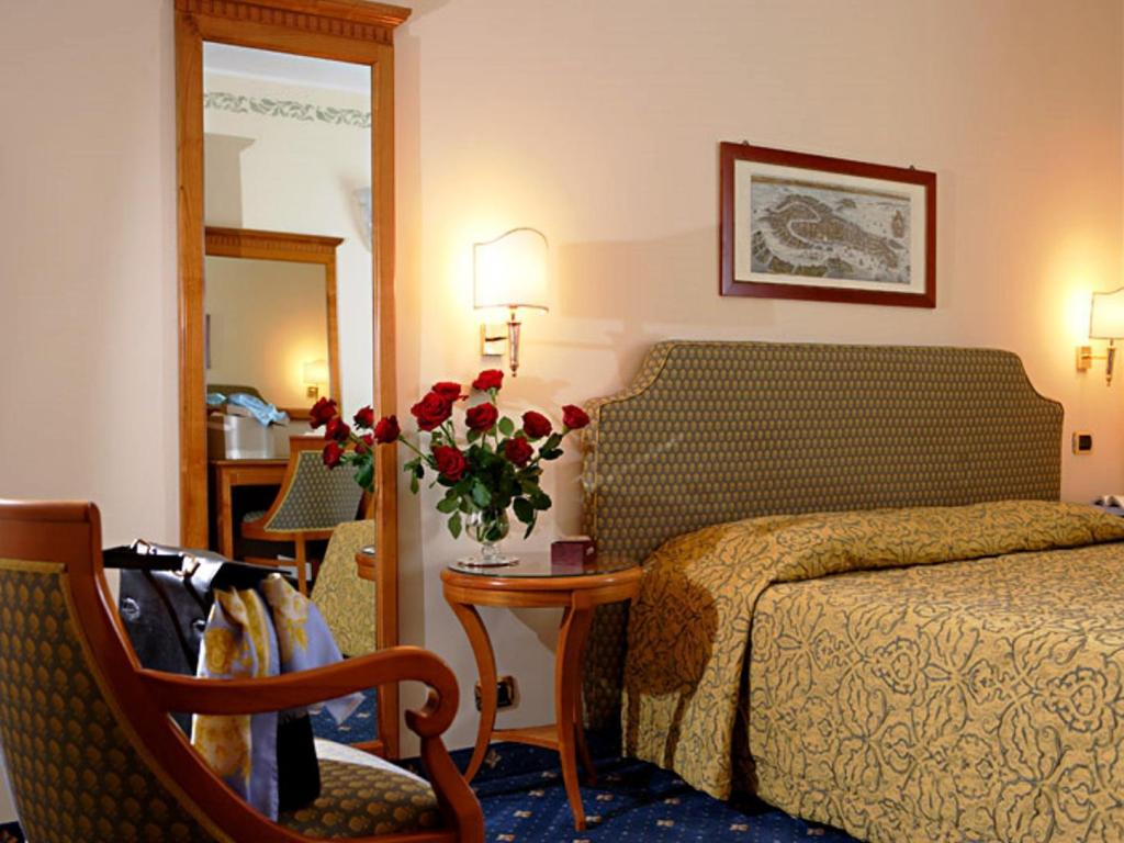 Classic Double or Twin - Guestroom Hotel Plaza