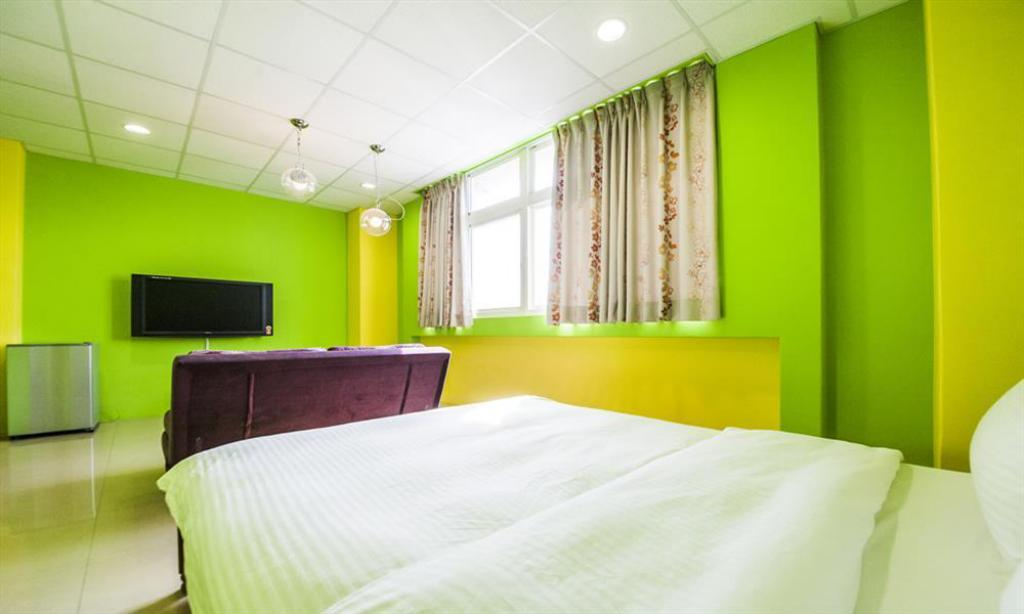 Double with Shared Bathroom Hualien Train Station Backpackers Hostel