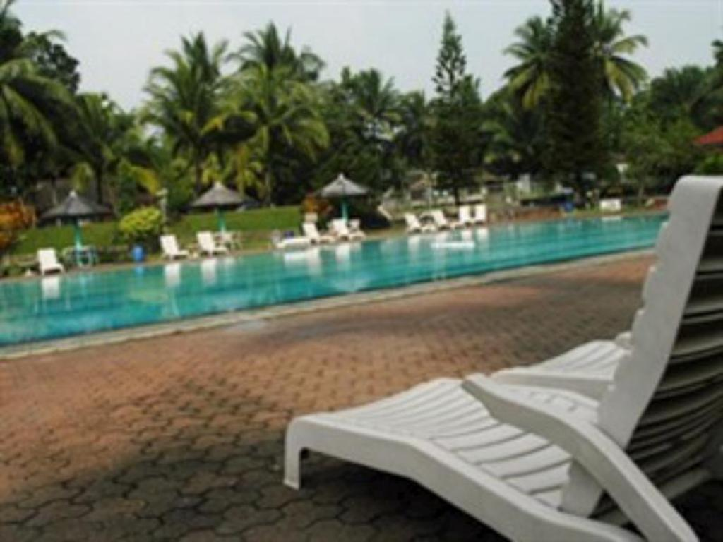Swimming pool Wira Carita Hotel