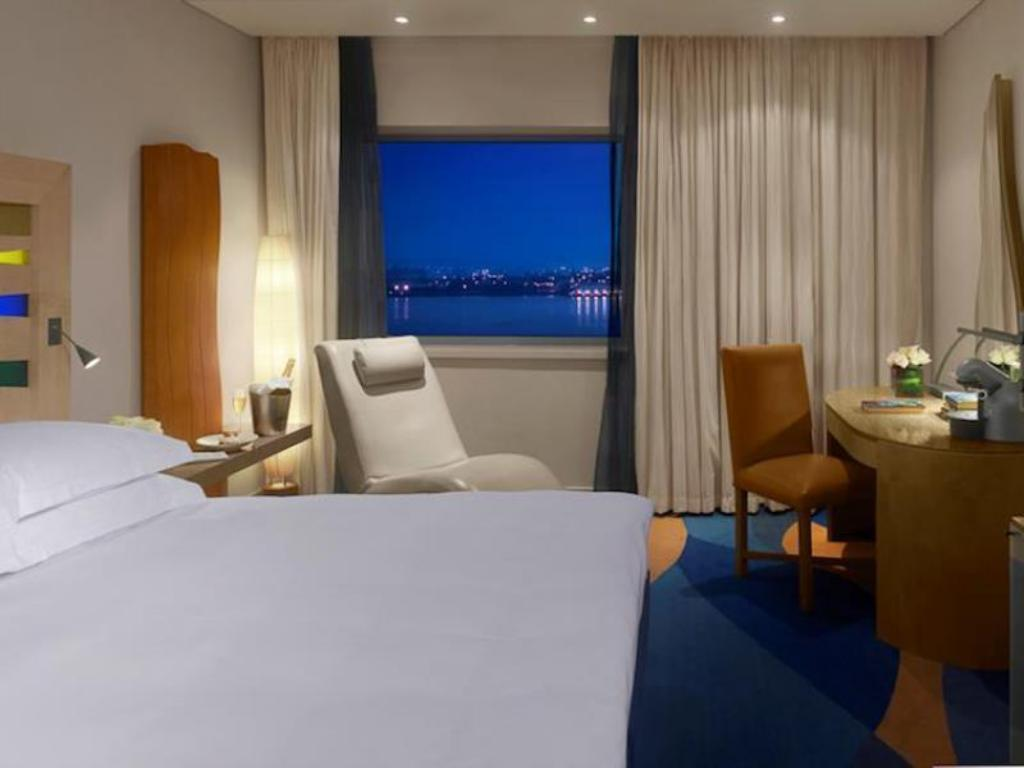 Superior Room River View - Guestroom Radisson Blu Hotel Liverpool