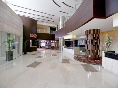 Lobby Crowne Plaza Greater Noida