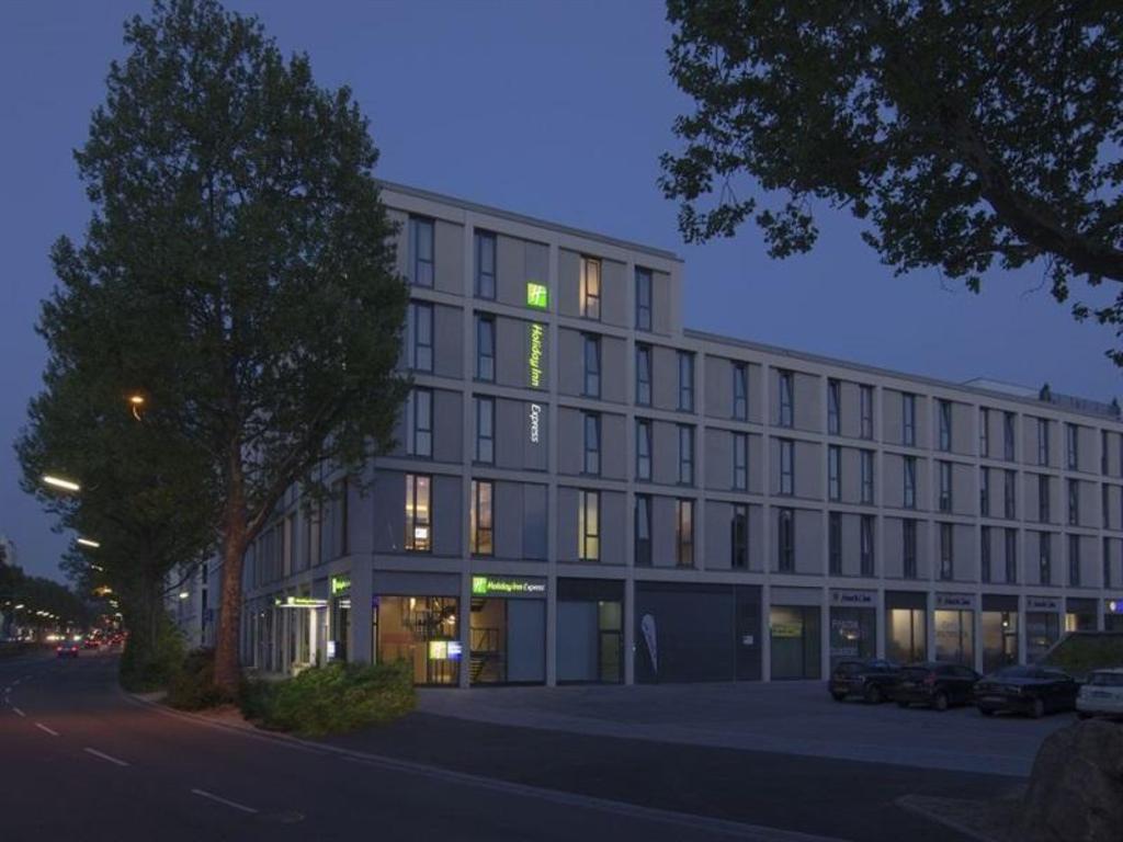 holiday inn express heidelberg city centre in germany. Black Bedroom Furniture Sets. Home Design Ideas