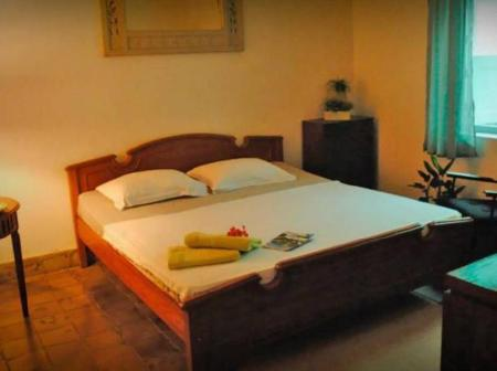 Deluxe Double Room with Shared Bathroom Homestay Ndalem Mbak Charly