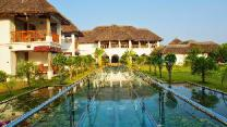 Le Pondy - Beach and Lake Resort