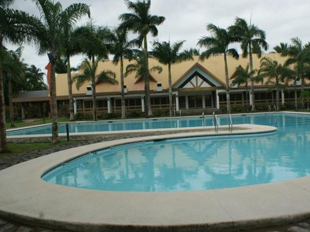 Pineapple island resort in daet room deals photos reviews for Block island resorts swimming pool