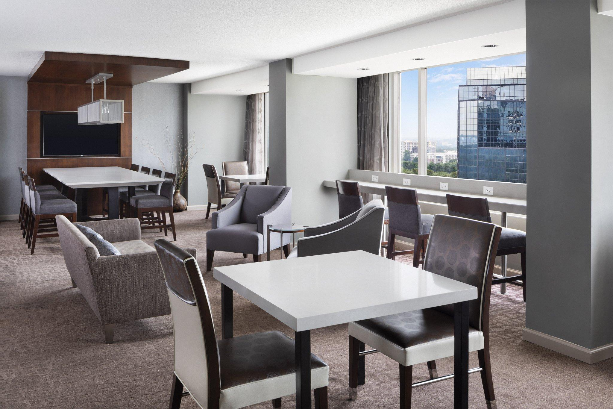 Club Floor, Club level, Guest room, 1 King, City view