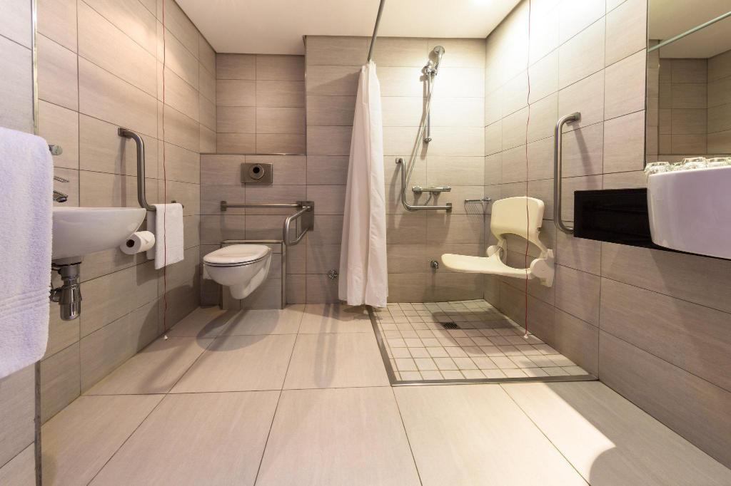 2 Twin Beds Wheelchair Accessible Non-Smoking Holiday Inn Express Durban - Umhlanga