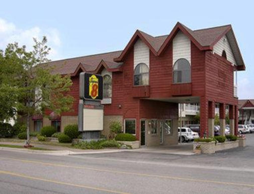Super 8 By Wyndham Mackinaw City Beachfront Area Motel Mackinaw City Mi Deals Photos Reviews