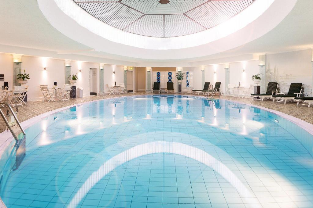 Swimming pool Hotel Bristol Berlin