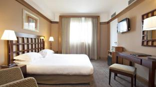 Best Western Plus Hotel Mercedes Arc de Triomphe