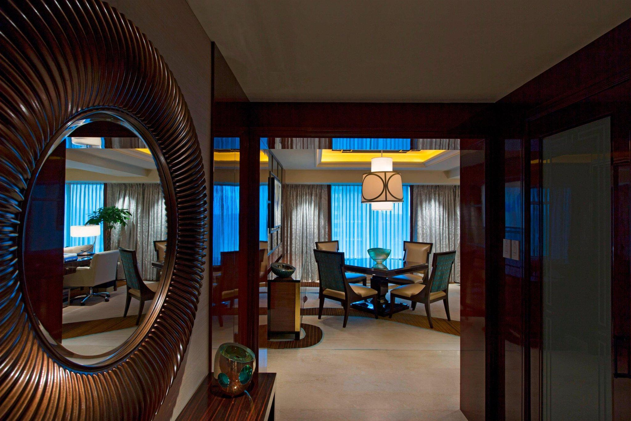 Presidential Suite, Club lounge access, High floor