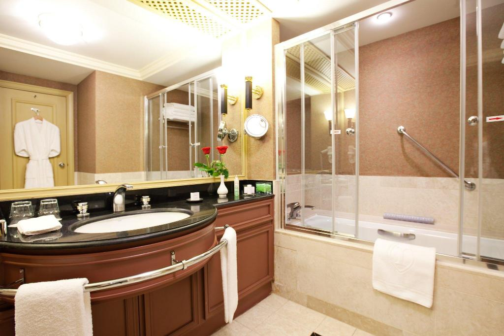 Executive Suite with King Bed InterContinental Almaty