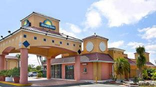 Days Inn by Wyndham Fort Myers