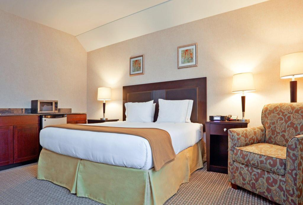 Holiday Inn Express Hotel & Suites North East - Erie I-90 Exit 41 in