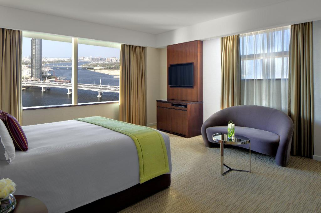 Superior Suite Crowne Plaza Dubai Festival City