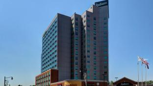Radisson Hotel & Suites Fallsview, ON