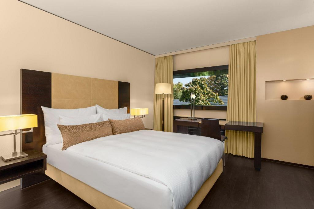 Contemporary Room, Guest room, 1 Queen - Bed Four Points by Sheraton Sihlcity - Zurich