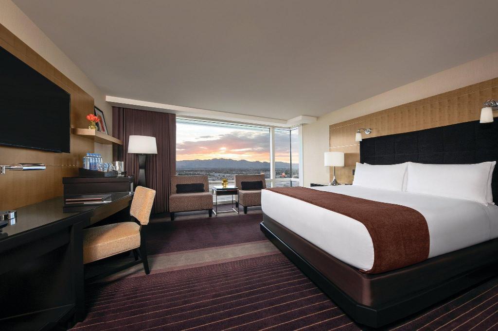 Deluxe Strip View King - Bed Aria Resort and Casino