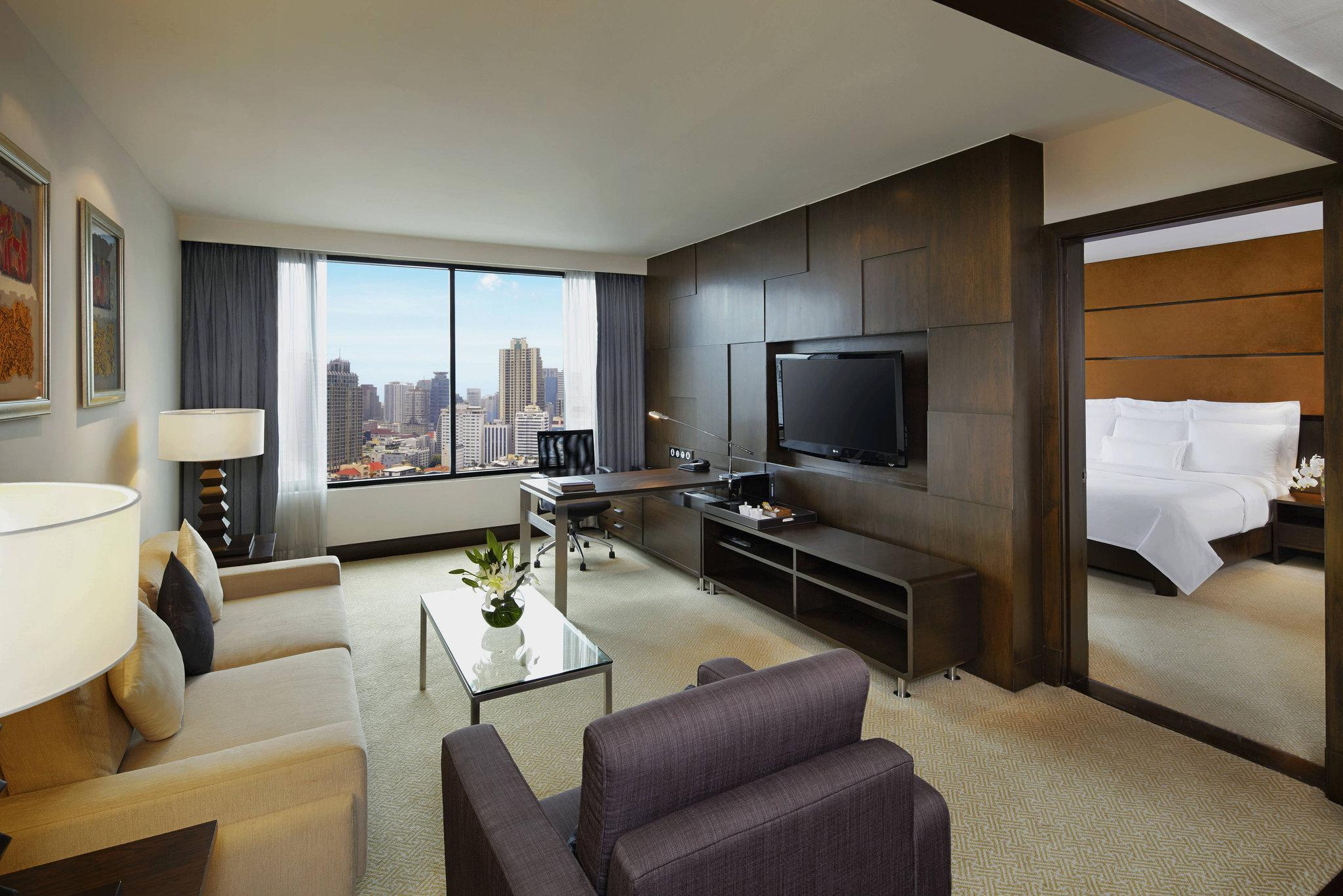 Corner Suite, Executive lounge access, 1 King, City view