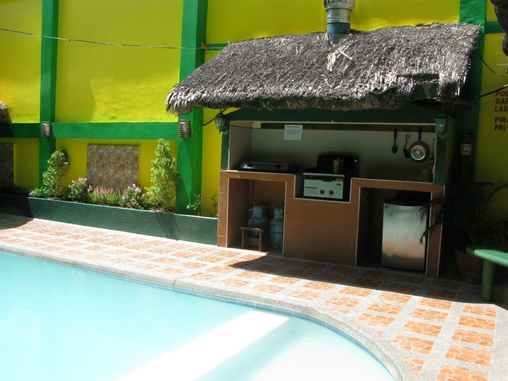 Best price on drifters british pub and apartelle in davao - Apartelle in davao city with swimming pool ...