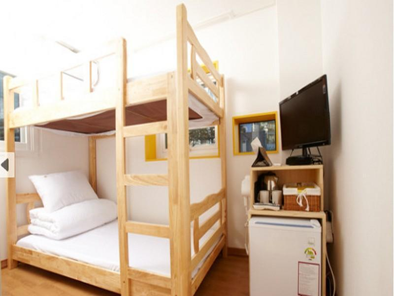 Bunk Twin Bed with Private Bathroom
