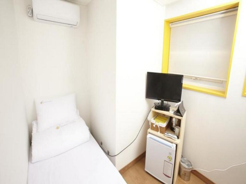 Single Room with Private Bathroom 24 Guesthouse Seoul Station