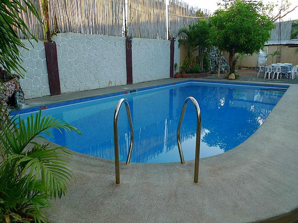 Best Price On Islandia Hotel In Alaminos City Reviews