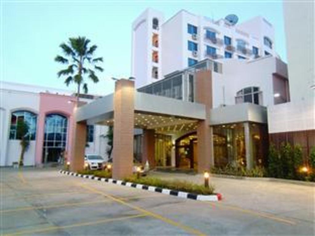 Mayflower Grande Hotel Phitsanulok In Thailand Room