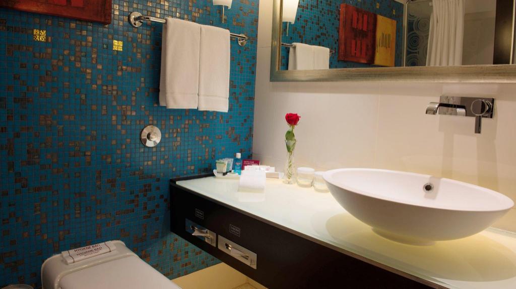 Holiday Inn Kuwait Al Thuraya City - Room Deals, Photos