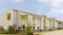 Super 8 By Wyndham Platte City Kansas City Area