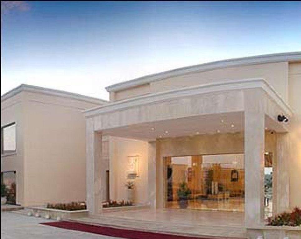 The Lalit Temple View Khajuraho Resort - Deals, Photos & Reviews