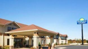 Days Inn & Suites by Wyndham Commerce
