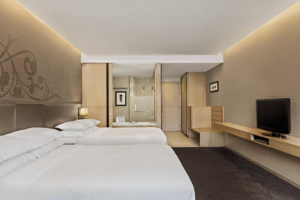 Premium, Guest room, 2 Queen Four Points by Sheraton Bangkok, Sukhumvit 15