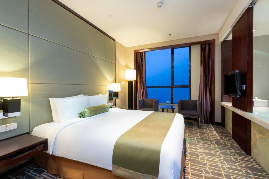 Holiday Inn Shanghai Jinxiu in China - Room Deals, Photos