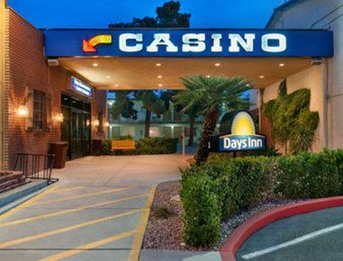 Wild west gambling hall las vegas casino chip carrier