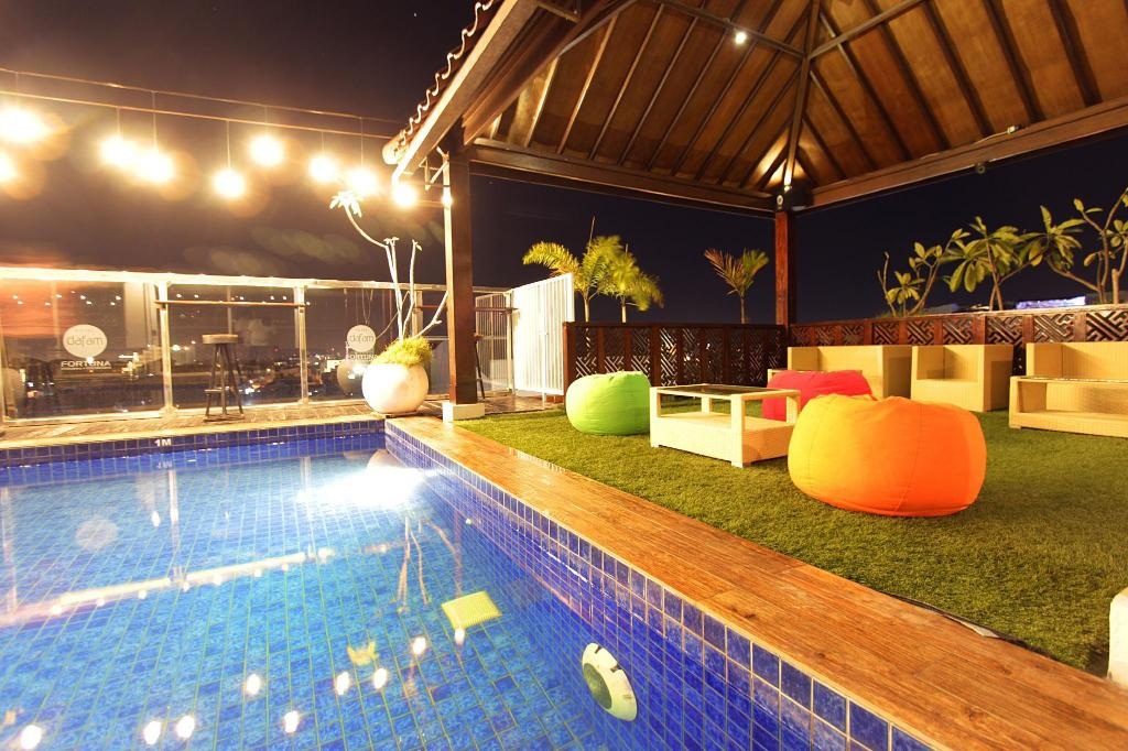 Swimming pool [outdoor] Hotel Dafam Fortuna Malioboro