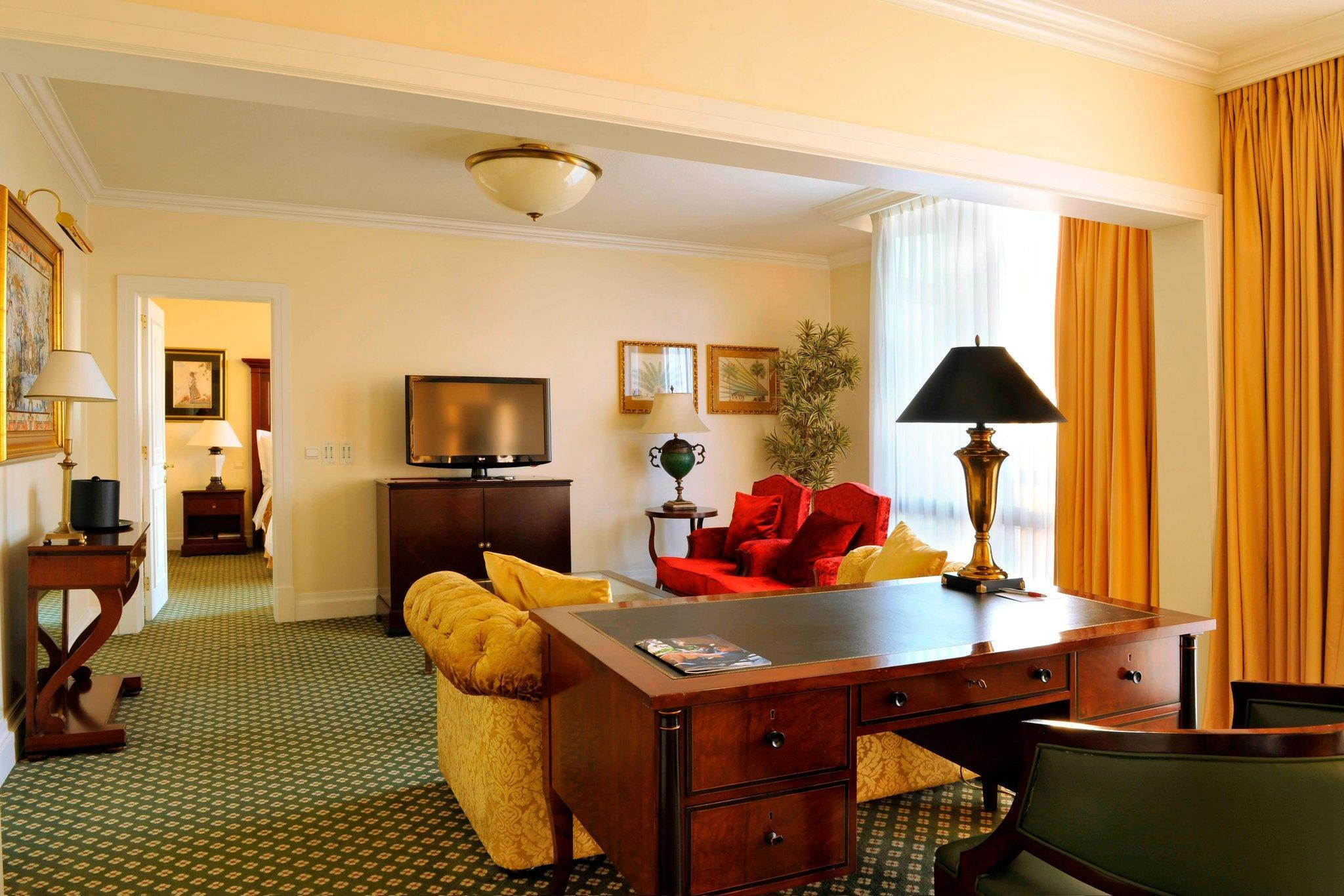 Presidential Suite, Club lounge access, 1 King, Top floor