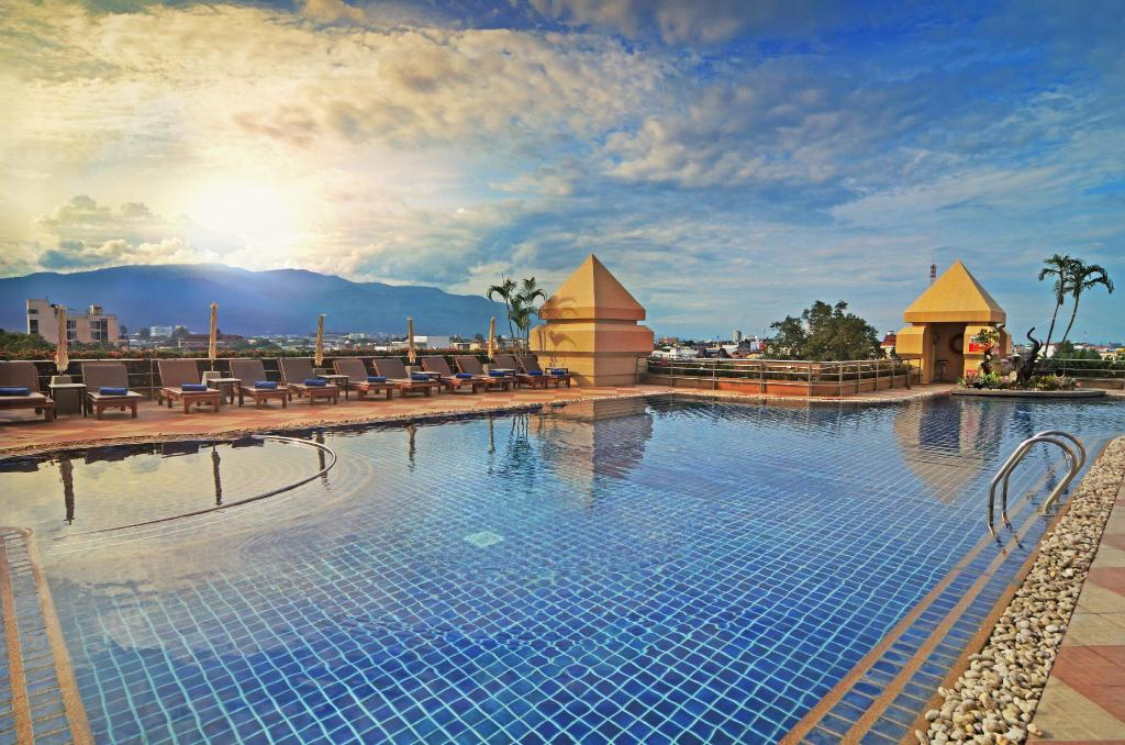 Swimming pool [outdoor] Duangtawan Hotel
