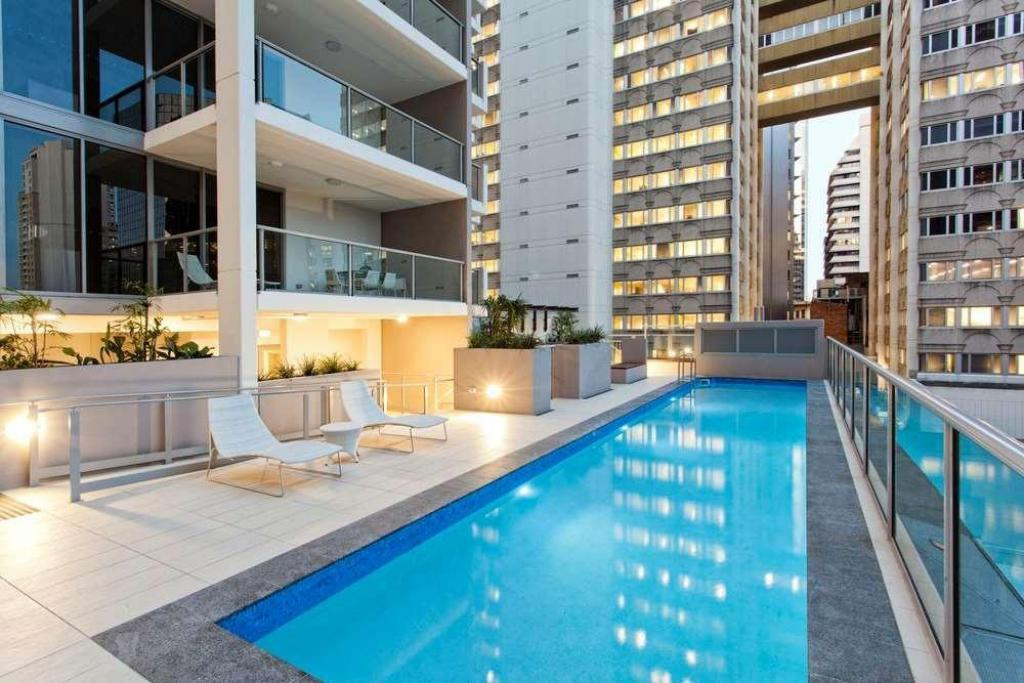 Swimming pool Mantra Midtown Apartments
